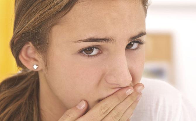 Le goût du sang dans la bouche: ce que cela signifie, causes, méthodes d'élimination