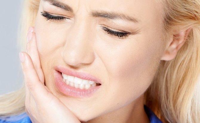 Causes de la douleur à la mâchoire lors de l'ouverture de la bouche et de la mastication, que faire