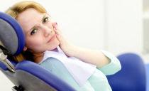 Que faire si la gencive est enflammée: causes, symptômes et traitement