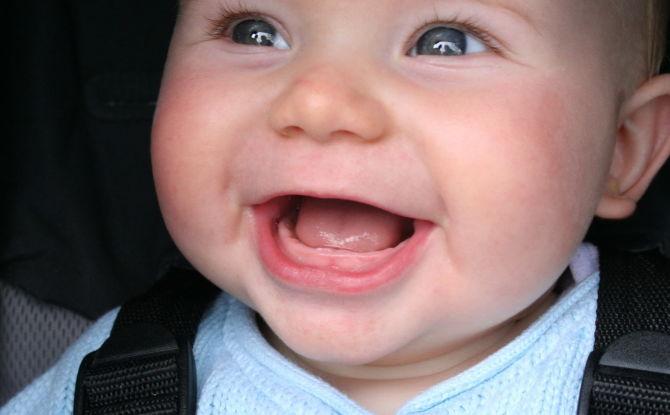 Les dents sont coupées chez un enfant: comment et quoi anesthésier